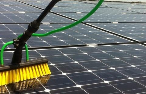 Nettoyage panneaux solaires par CNS Quimper